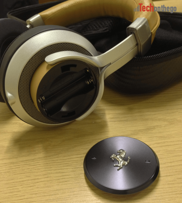 ferrari cavallino t350 headphones - battery compartment
