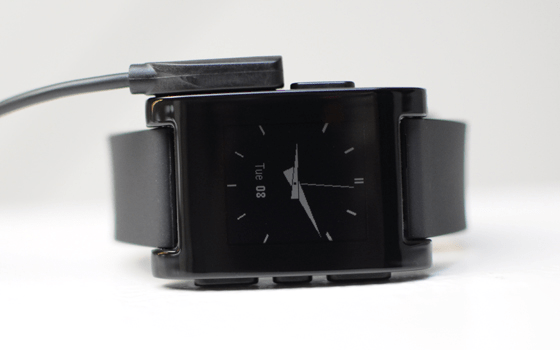 pebble smartwatch contains a magnetic charging connector