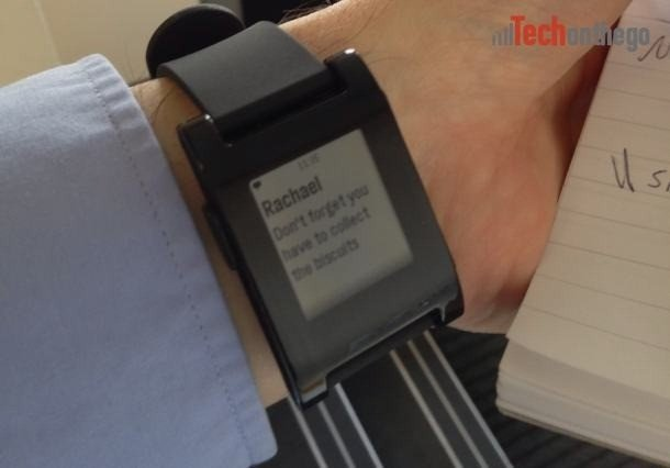 pebble-smartwatch-sms-notification.jpg