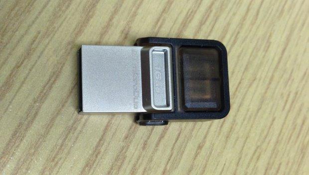 Kingston DataTraveler microDuo - close up