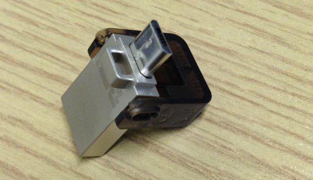 Kingston DataTraveler microDuo - open showing microusb