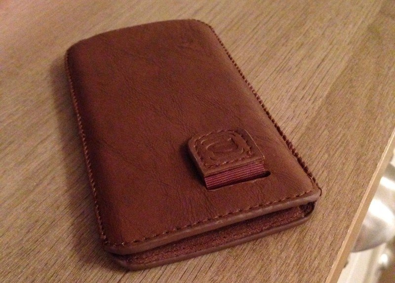 Review Snugg iPhone 5S Distressed Brown Leather Pouch Case - front closeup
