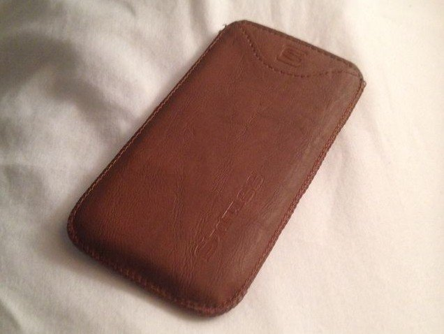 Review Snugg iPhone 5S Distressed Brown Leather Pouch Case - rear closeup