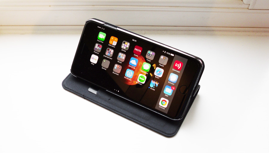 cygnett-iphone-7-plus-case-review-stand-mode