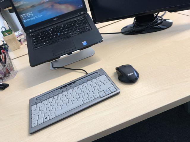 bakkerelkhuizen s-board-840-design-usb-ergonomic-keyboard-docked with laptop and mouse