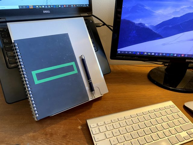 BakkerElkhuizen Ergo-Q 260 laptop stand front with notebook