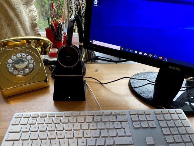 jabra evolve 75 bluetooth headset and cradle 1