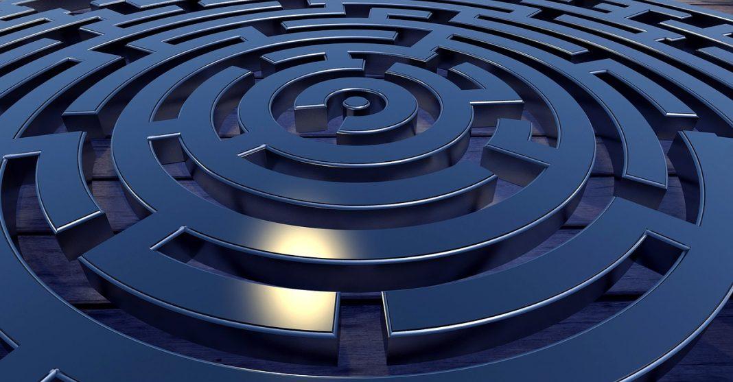maze-target-labyrinth-2037286_1280