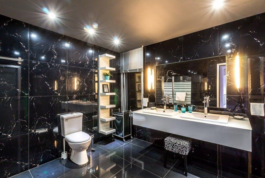 tech-bathroom-hotel-1737171_1280