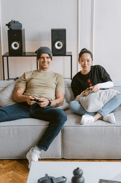 Man and woman gaming - pexels - Tima Miroshnichenko
