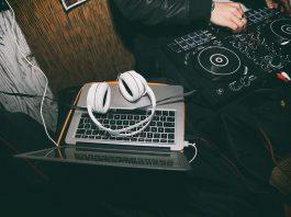 tech-for-digital-dj-headphones-4595492_1280