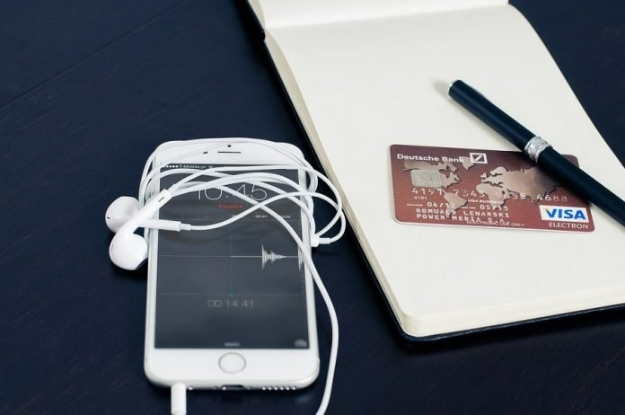 apple-pay-iphone-624709_1280