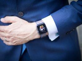smartwatch-pexels-rene-asmussen-1327447